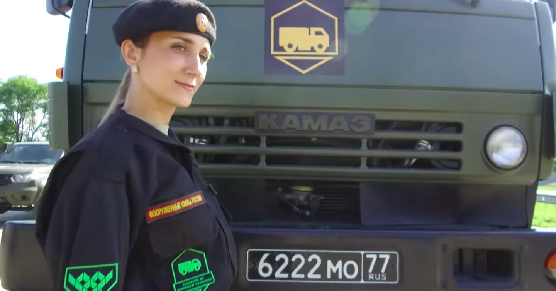 Минобороны показало девушек за рулём «КамАЗов»
