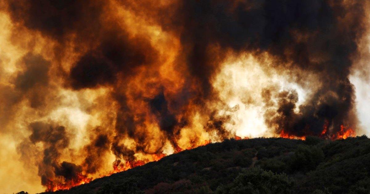 Пожар «Карр» в Калифорнии: на самолете сквозь огненный ад