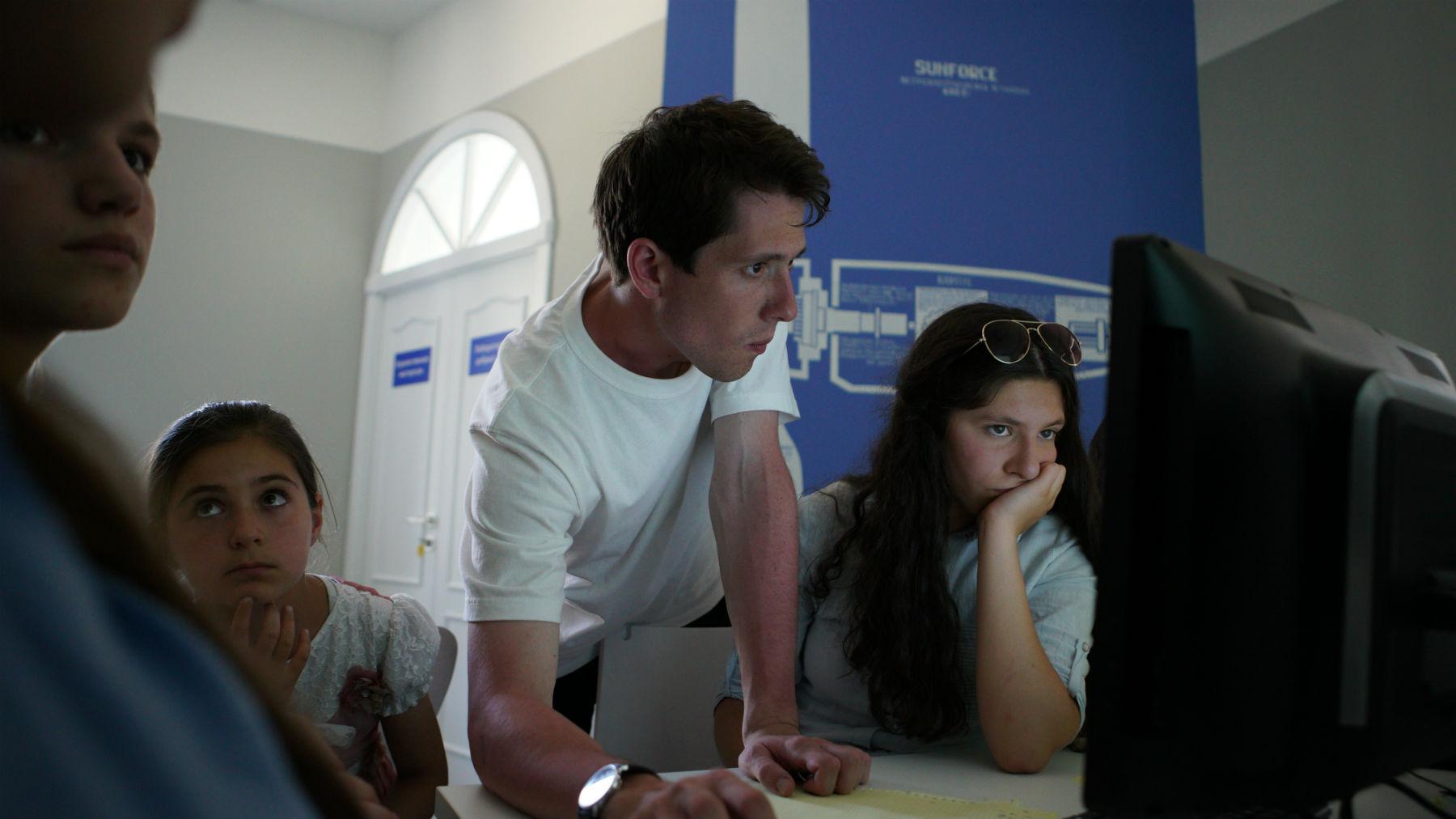 Могут ли дети в селах стать программистами, если рядом учат только на железнодорожников. Разговор с «Кружком» - 3