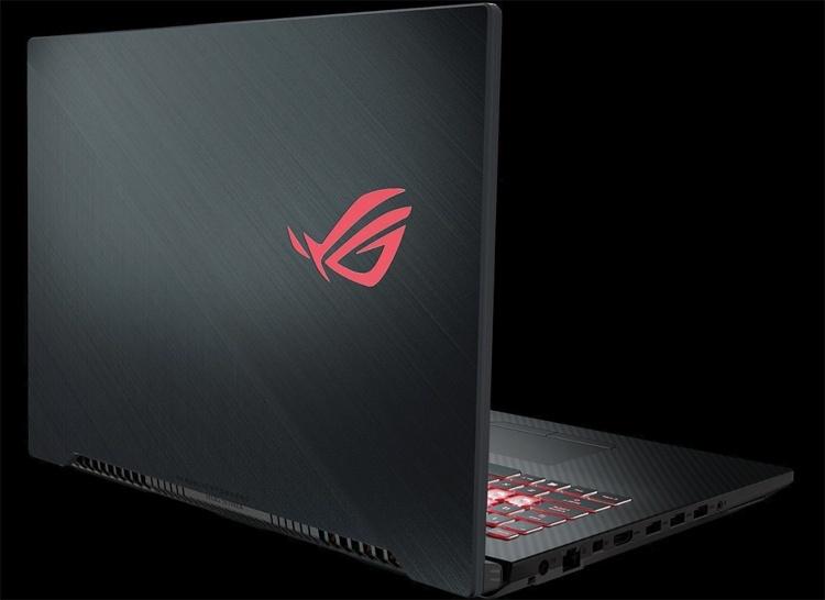 Игровой 17-дюймовый ноутбук ASUS ROG Strix Scar II GL704 весит менее 3 кг
