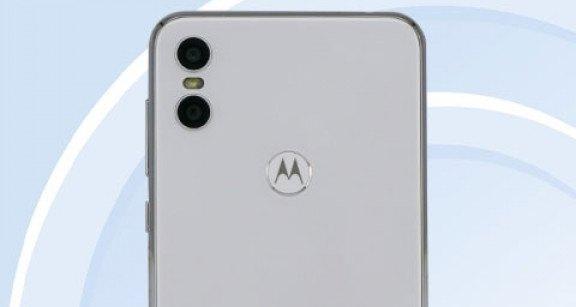 Смартфон Motorola One прошел сертификацию TENAA