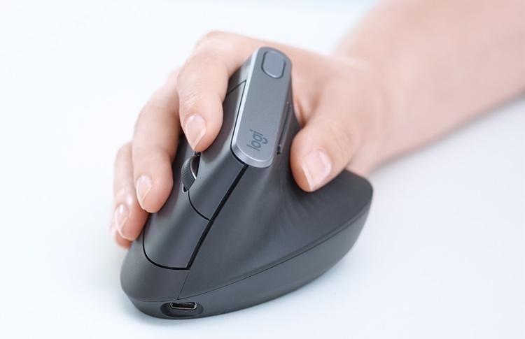 Logitech выпустила мышь с вертикальной конструкцией
