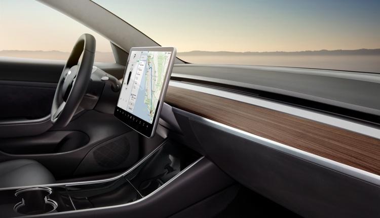 Электромобили Tesla научатся воспроизводить видеоматериалы
