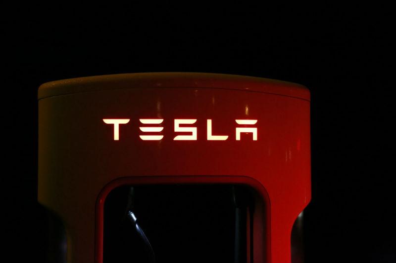 Разбор: на чьи деньги Илон Маск сможет вывести Tesla с биржи - 1