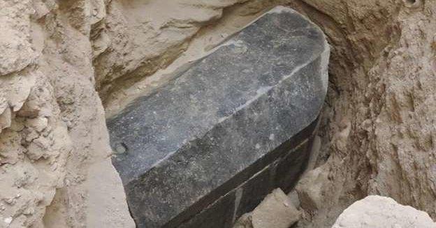 Ученые установили, кто был похоронен в «черном саркофаге»