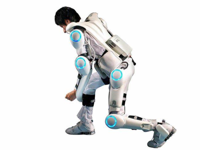 LG создала умный экзоскелет CLOi SuitBot, который называют носимым роботом