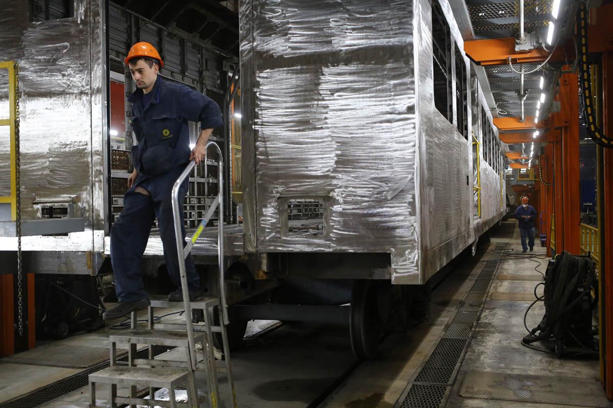 Как собирают вагоны для пассажирских поездов - 49