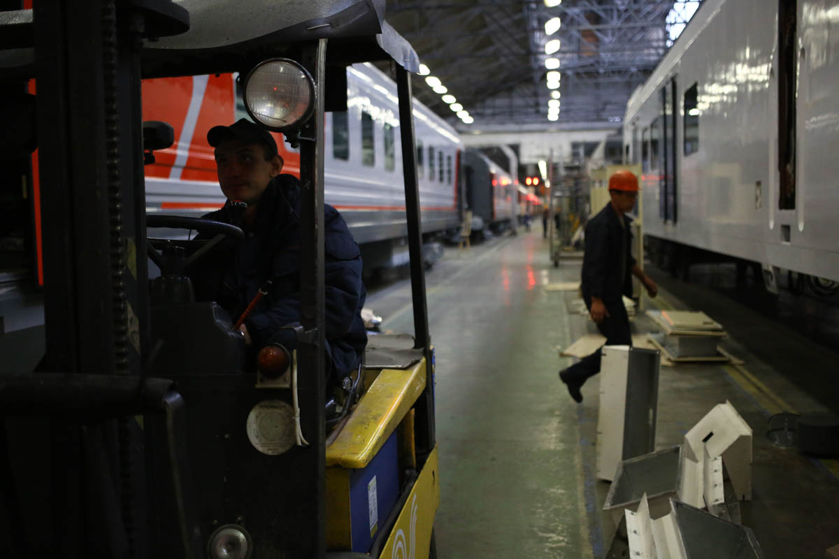Как собирают вагоны для пассажирских поездов - 57