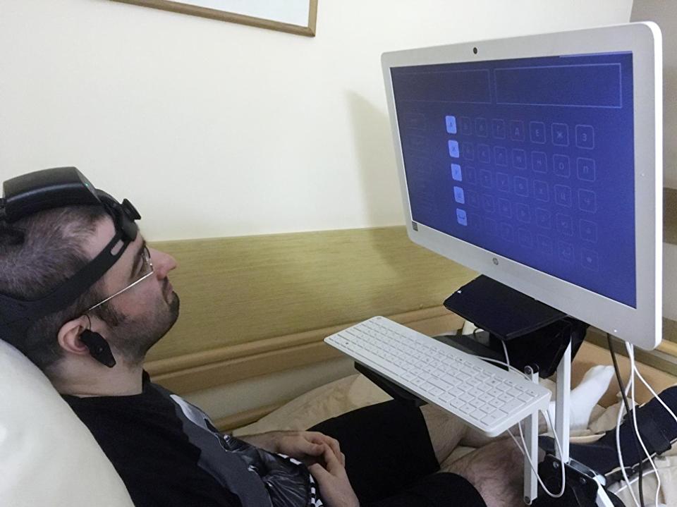В России разрабатывают нейрогарнитуру для людей с нарушениями речи и моторики - 1