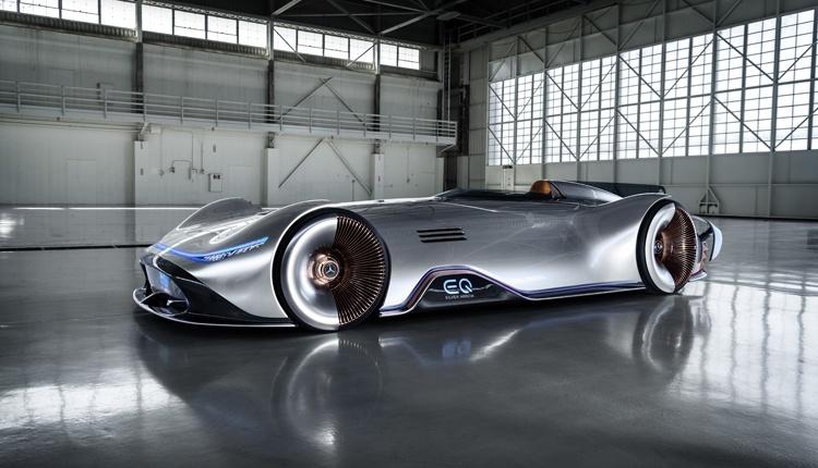 Mercedes-Benz Vision EQ Silver Arrow: необычный спорткар с электроприводом