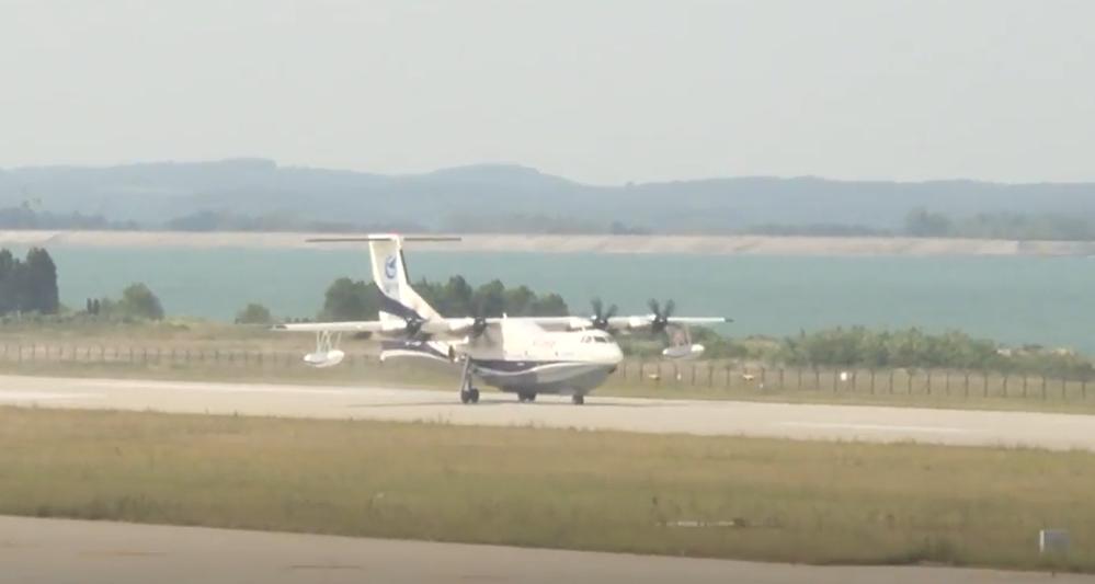 Крупнейший в мире самолет-амфибия приступил к испытаниям на воде