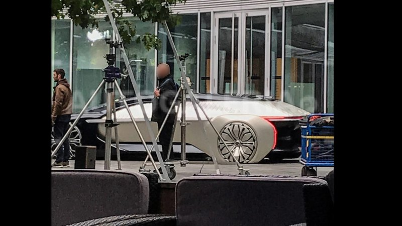Футуристический концепт-кар Renault заметили в Варшаве