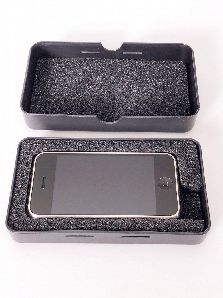 На eBay продаётся редчайший прототип оригинального iPhone - 3