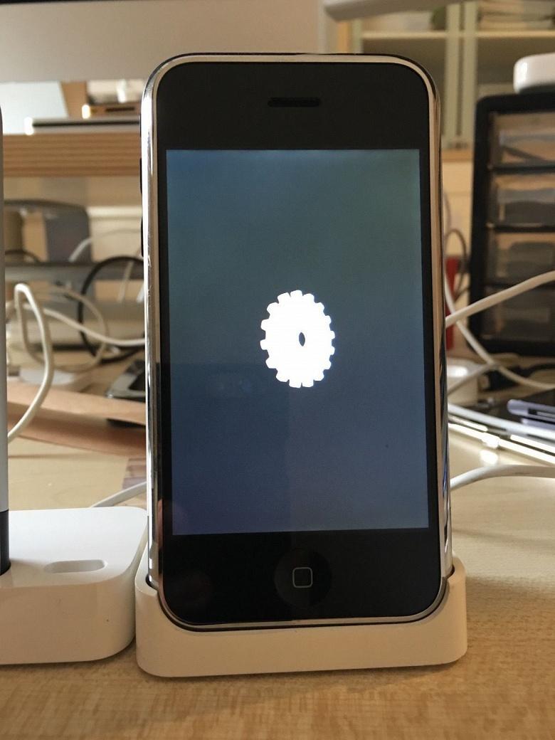 На eBay продаётся редчайший прототип оригинального iPhone - 5
