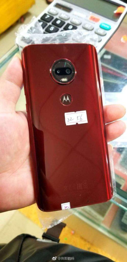 Появились первые живые фото смартфона Moto G6S Plus