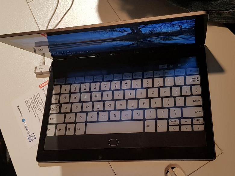 Lenovo Yoga Book C930 — ноутбук со вторым экраном E Ink, который сам открывает крышку после того, как по ней постучали