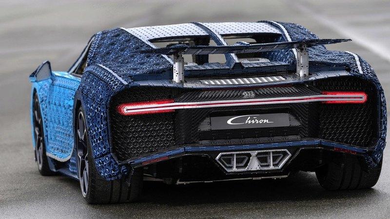 Из Lego сделали полноразмерную модель Bugatti Chiron, способную ездить