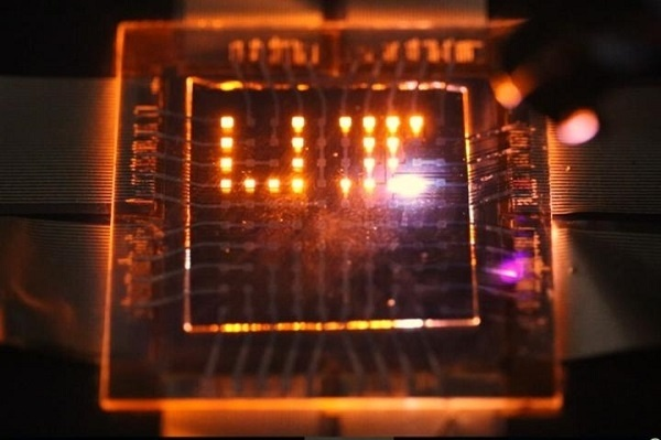 Новая статья: Блестящая будущность квантовых наностержней