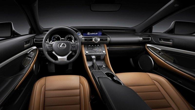 Lexus обновил спортивное купе RC