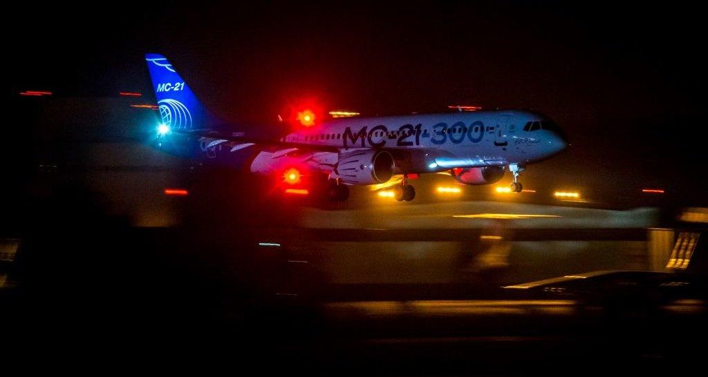 Самолет МС-21 совершил первый ночной полет