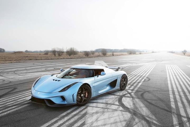 Электромобиль Tesla Roadster заставил Koenigsegg дорабатывать двигатели своих машин