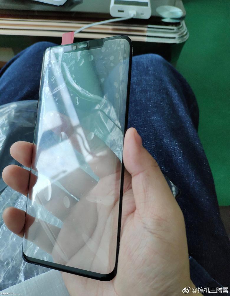 Фото дня: флагманские камерофоны Huawei Mate 20 и Mate 20 Pro заметно отличаются внешне