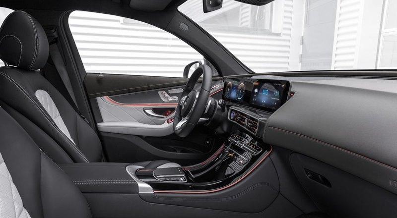 «Мерседес» презентовал свой первый электромобиль