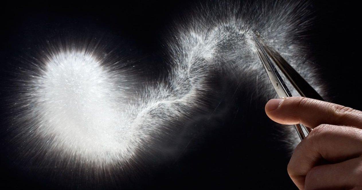 Взрывчатка против капли Руперта: зрелищный эксперимент