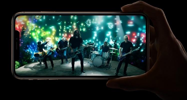 Huawei потроллила Apple, поблагодарив «за то, что всё осталось прежним» в её новых iPhone