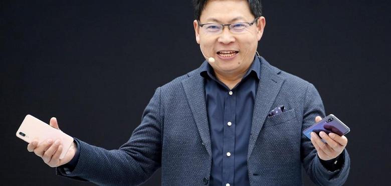 Глава Huawei пообещал складной смартфон с гибким экраном в течение года - 1
