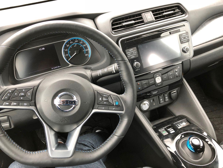 Тест-драйв VW e-Golf, Nissan Leaf и Tesla Model 3 - 11