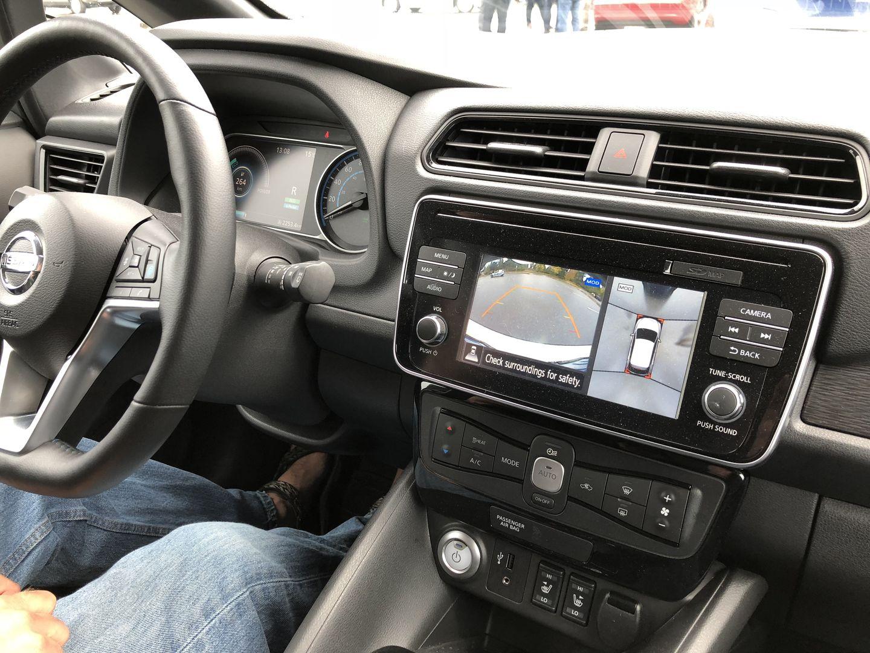 Тест-драйв VW e-Golf, Nissan Leaf и Tesla Model 3 - 14