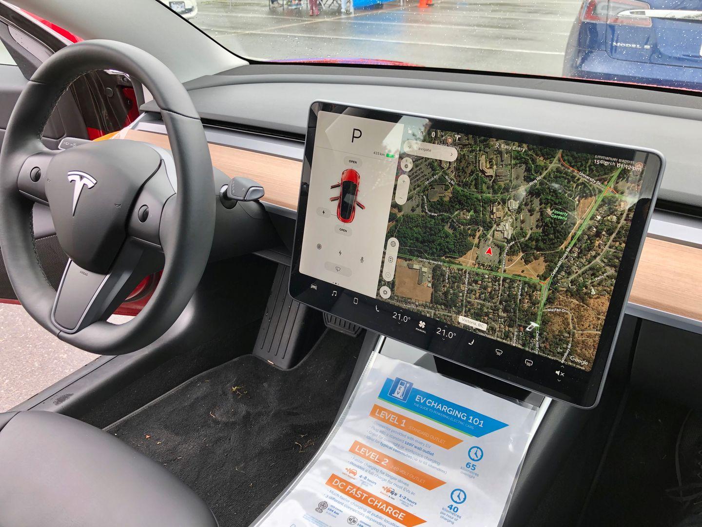 Тест-драйв VW e-Golf, Nissan Leaf и Tesla Model 3 - 17