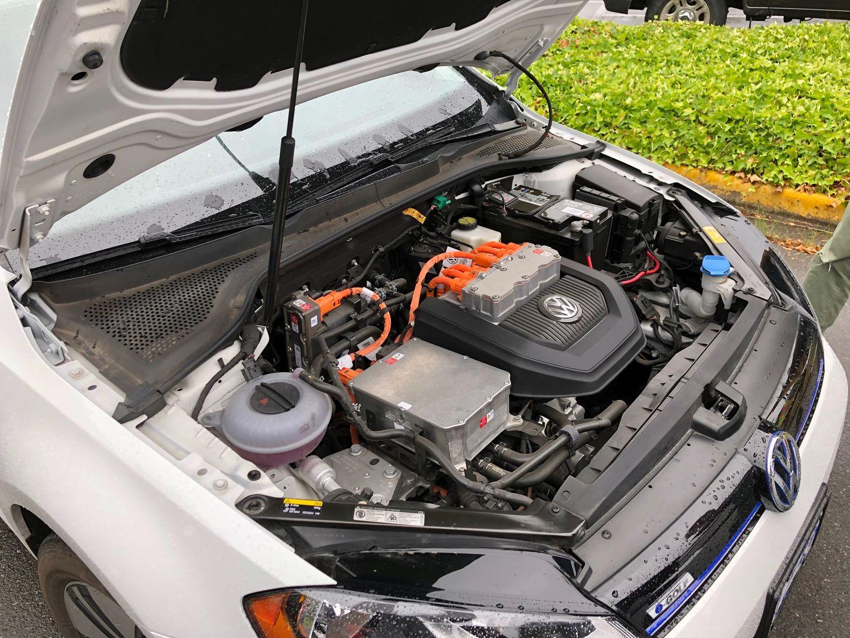 Тест-драйв VW e-Golf, Nissan Leaf и Tesla Model 3 - 5