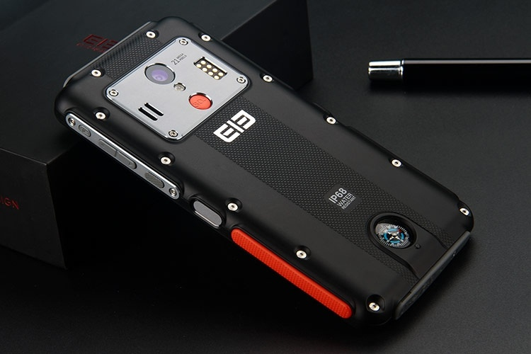 Выпущен первый в мире «неубиваемый» смартфон с 2K-экраном
