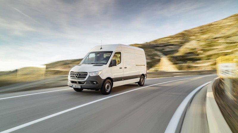 Mercedes-Benz назвал рублевые цены на новую версию Sprinter - 2