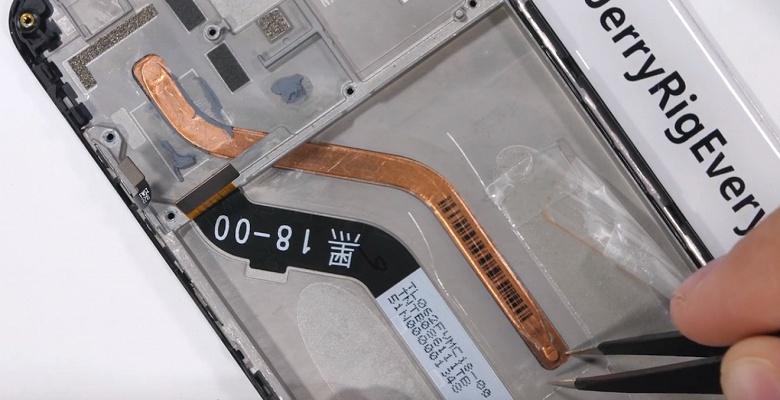 Дешёвый флагман Xiaomi Pocophone F1 располагает тепловой трубкой для охлаждения платформы