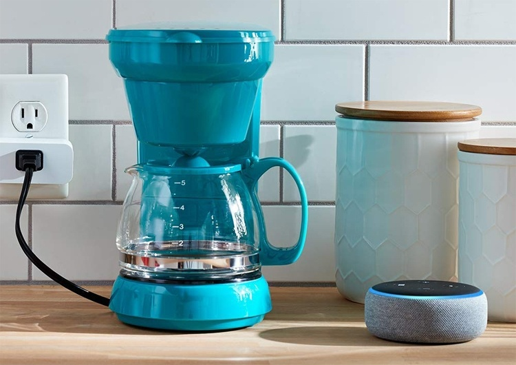 Amazon Smart Plug: голосовой ассистент Alexa в каждой розетке