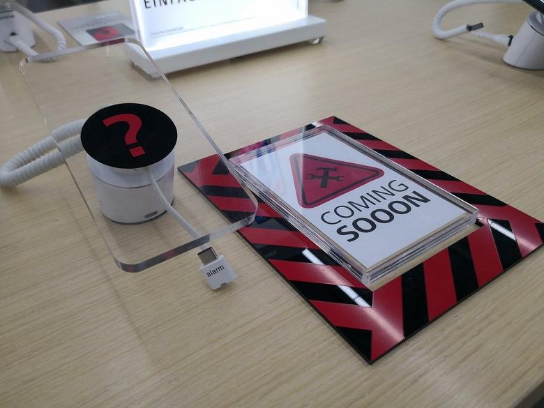 Huawei дразнит немцев «невидимым» смартфоном Huawei Mate 20 Pro в розничных магазинах