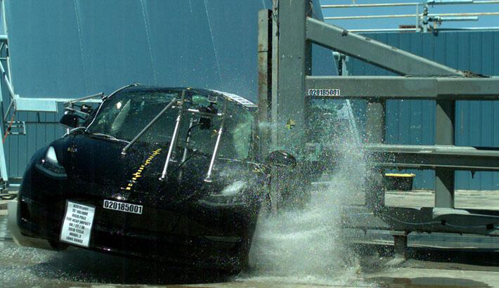 Tesla Model 3 назвали одним из самых безопасных автомобилей