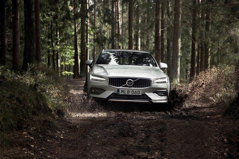 Volvo показала новый V60 Cross Country