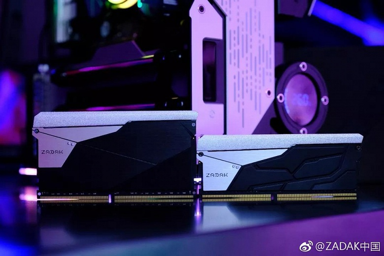 Zadak Shield DC Aura 2 RGB в сравнении с обычной памятью