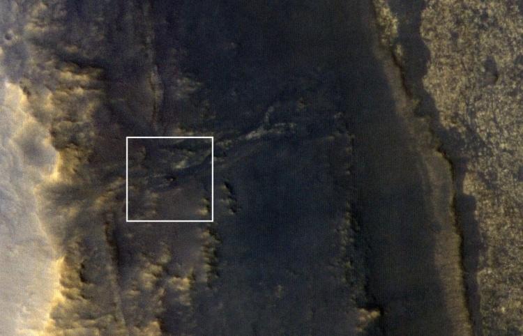 Марсоход Opportunity сфотографировали с орбиты, но связи нет