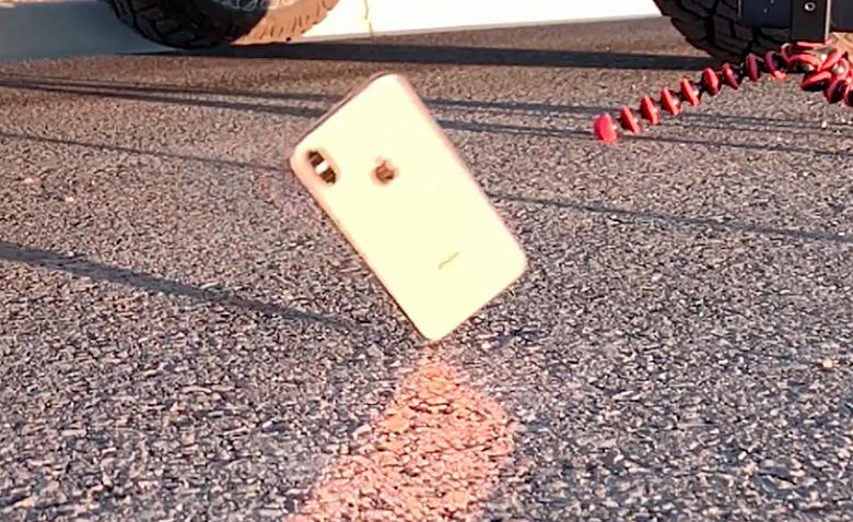Видео дня: iPhone XS не удалось разбить в тесте на падение