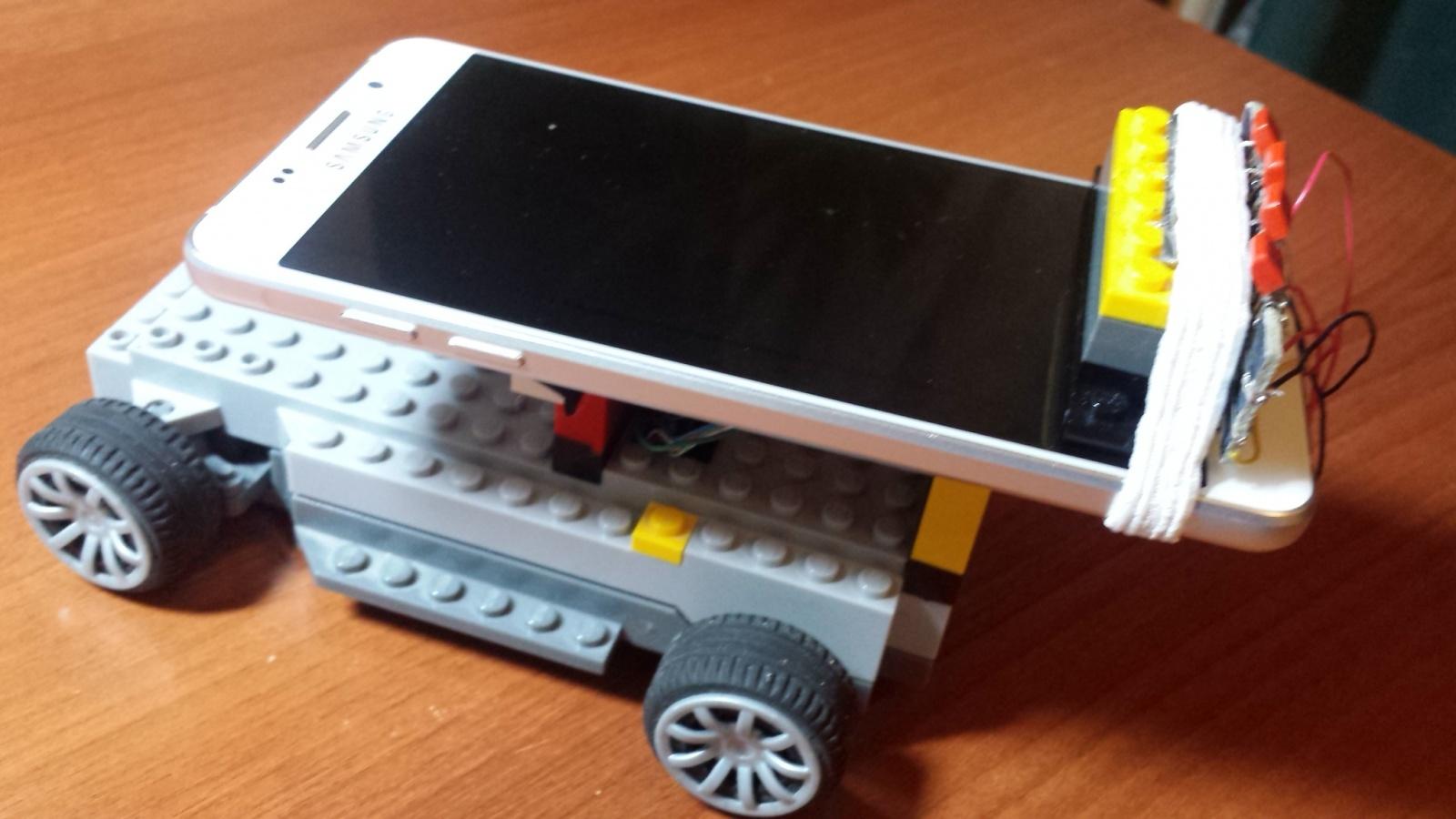 Смартфон управляет игрушечным автомобилем - 4