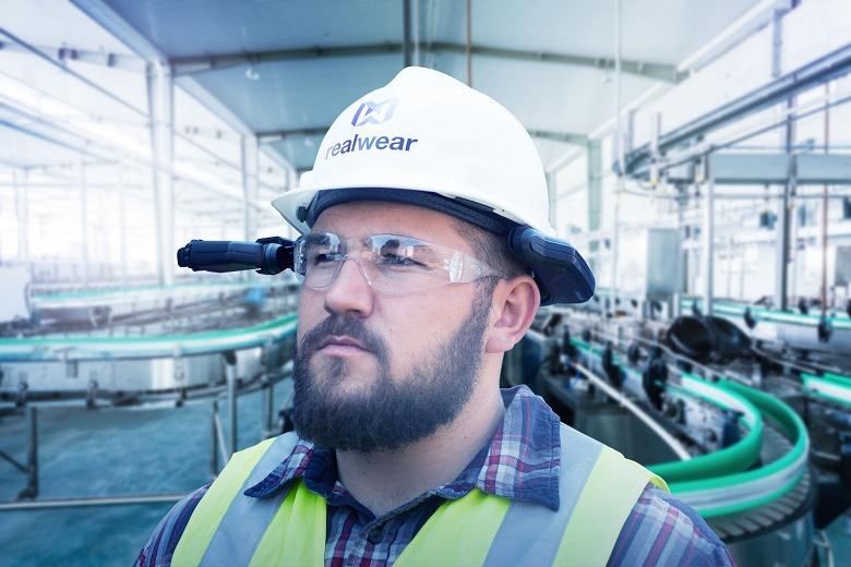 Colgate-Palmolive оснастит сотни своих сотрудников «носимыми на голове планшетами» RealWear HMT-1