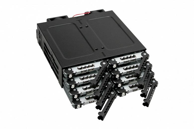 Каждый из восьми накопителей в корзине Icy Dock ToughArmor M998SK-B блокируется отдельным замком