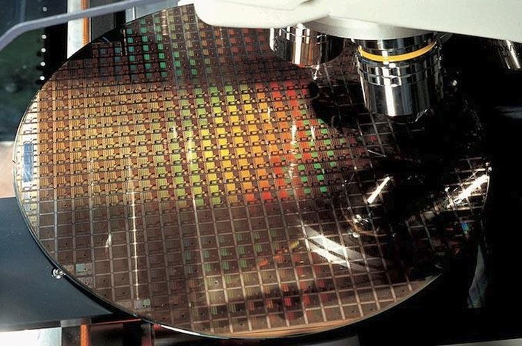 TSMC: первые 7-нм чипы EUV достигли стадии tape out