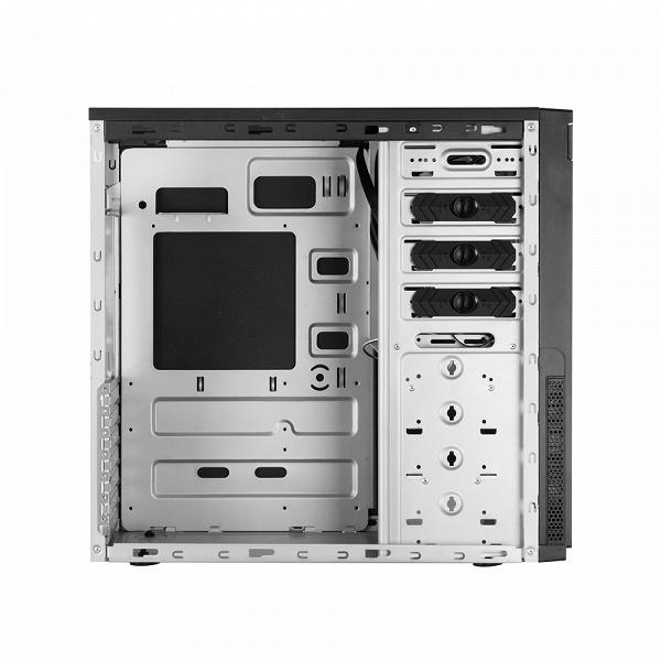В компьютерном корпусе Chieftec HC-10B-OP много места для накопителей