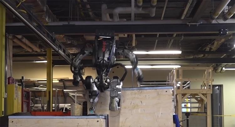 Видео дня: робот Boston Dynamics Atlas демонстрирует навыки «паркура»